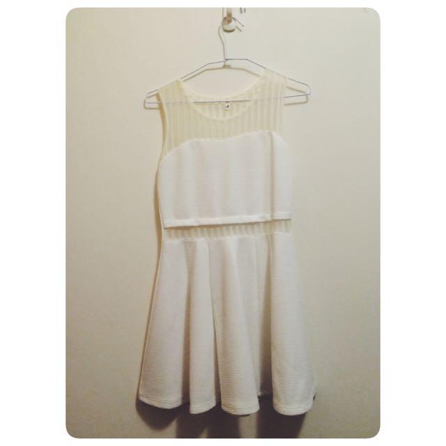 簍空白洋裝