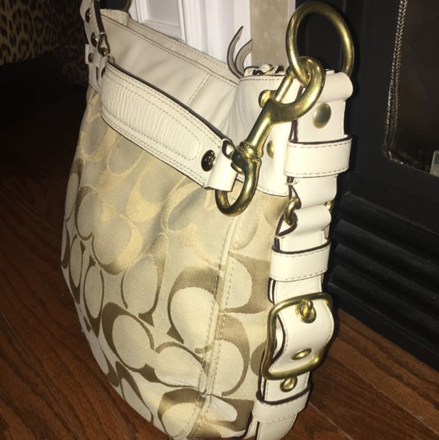 Coach Bag With White Leather And Gold Hardware