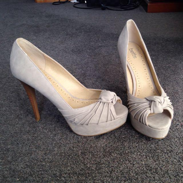 Heels Size 8 US