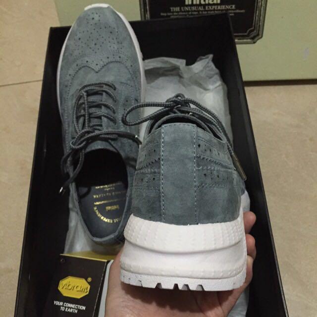 Initial 牛麂皮波鞋