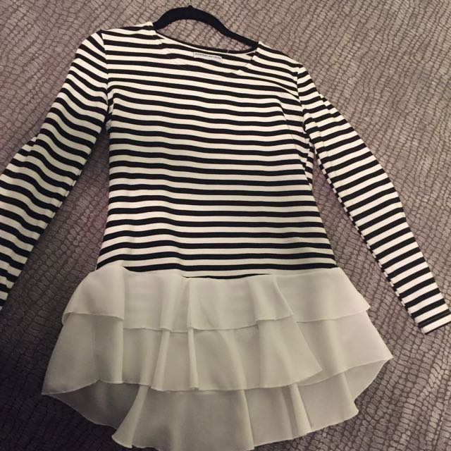 Jersey Stripe Top With White Ruffles