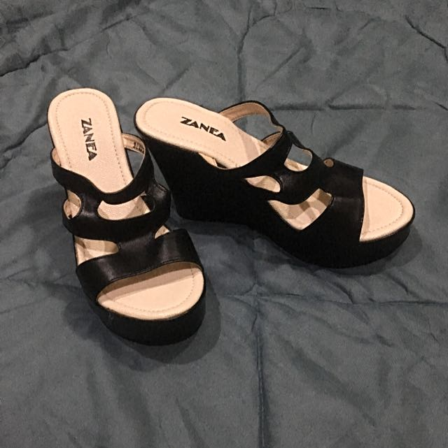 Zanea wedge size 6