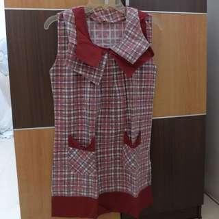 Preloved red Tartan Sleveless Blouse Sailor Collar Size M