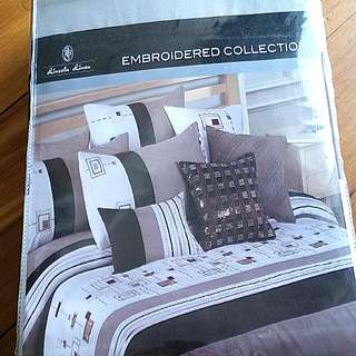 'Embroidered Collection' - King Bed Doona Set