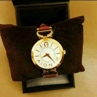 真品,馬蹄手錶,美觀大方,無誠誤擾~