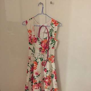 Review Floral Dress (size 8)