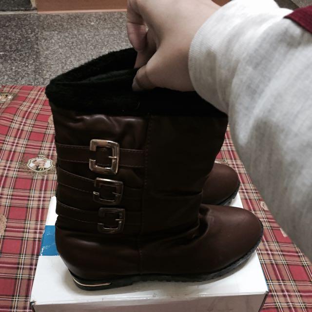 內鋪毛金釦長靴