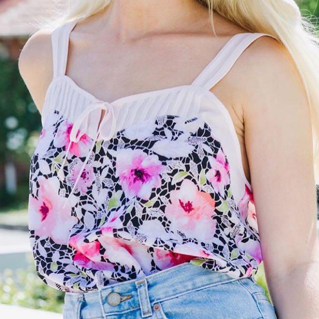 BRAND NEW! Floral Vest 🌸