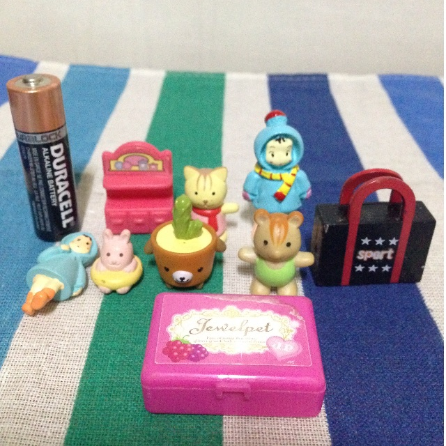 Miniature items for dolls (Sylvanian Families scale)