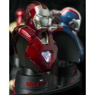 Hot Toys' IronMan - Deluxe Set Marvel Collectible Bust 11 cm
