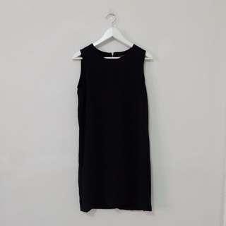 NEW! Simple Black Dress