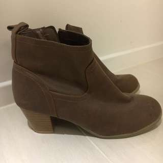 Old Navy in Brown Leather Boots Size Euro39