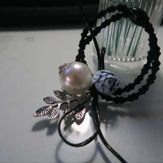 Elegant Flower With Pearl Pony Holder