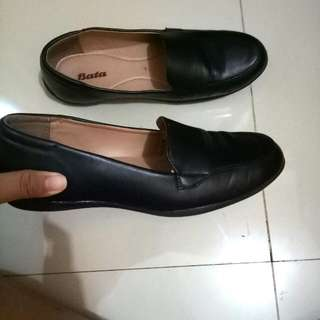 Pantofel Wanita Hitam Merk Bata Size 40