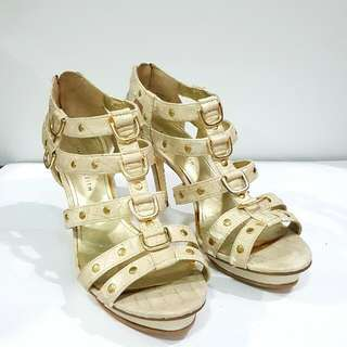 SEPATU CHARLES AND KEITH SIZE 37 NEW