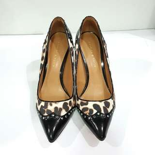 SEPATU HEELS CHARLES AND KEITH SIZE 36. LIKE NEW