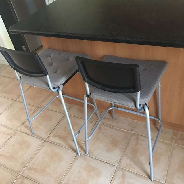 2 bar Stools With Cushions