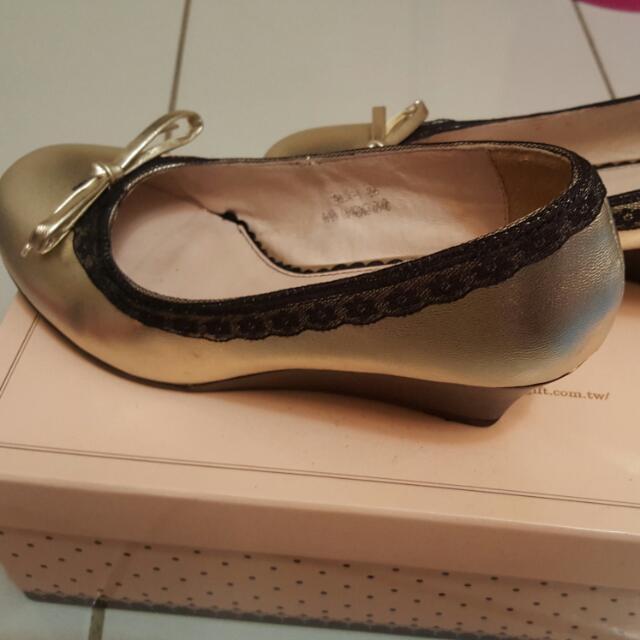 絕版金色蕾絲楔形鞋