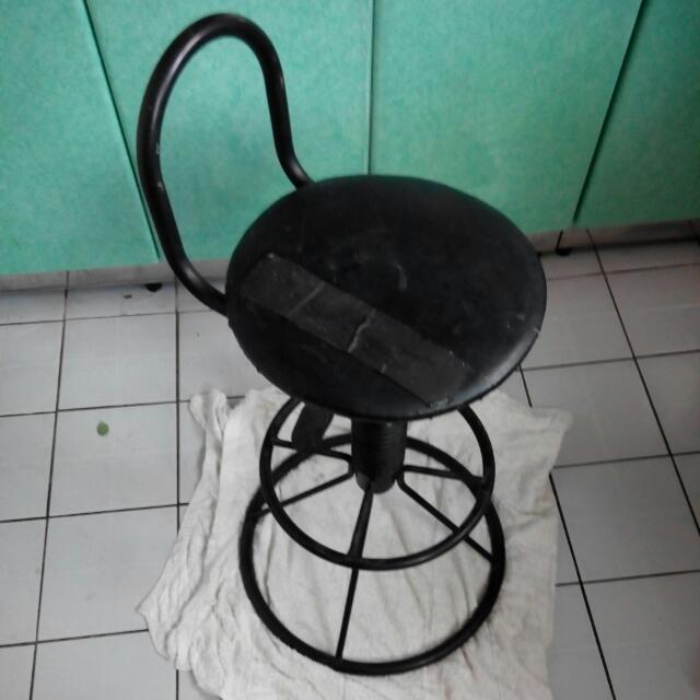 B:伸縮椅(可依兒童申高調整)