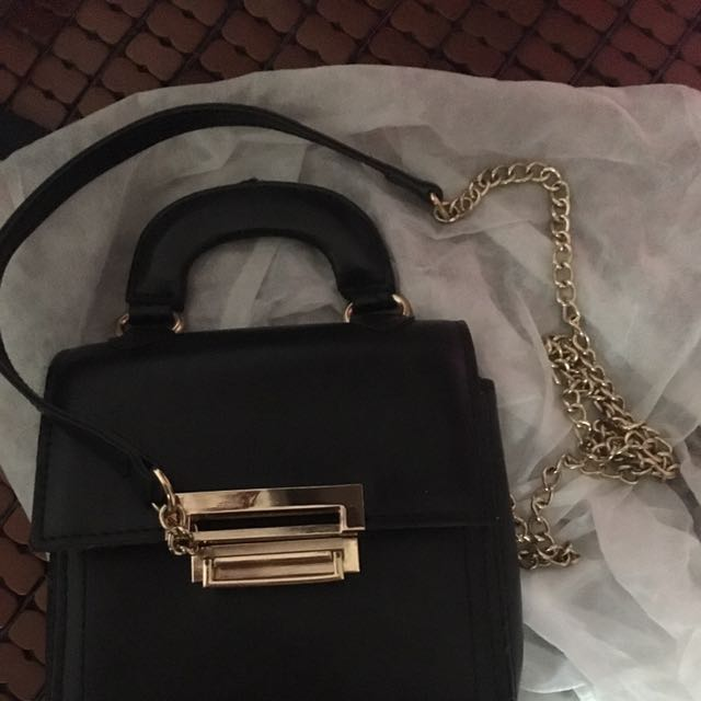 黑色素面金鍊子包包