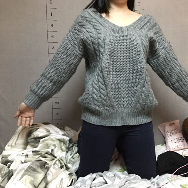 灰色針織毛衣