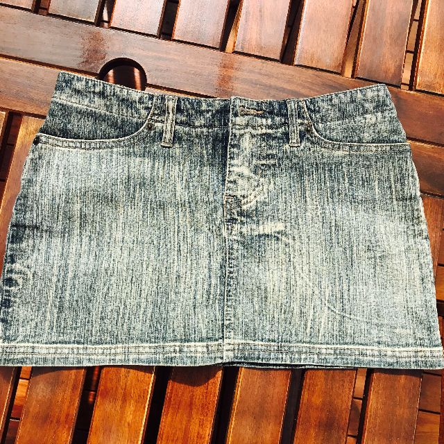 Guess mini jean skirt