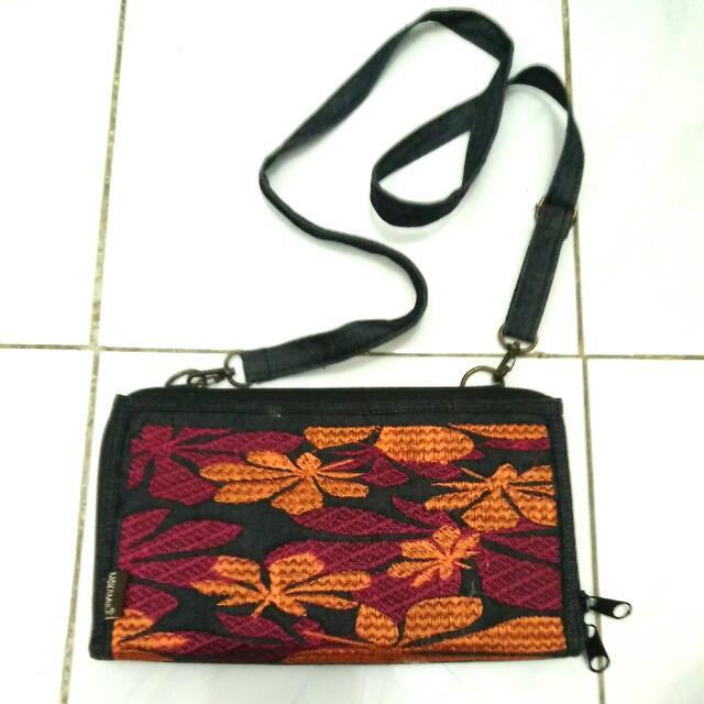 Mokamula Sling Bag