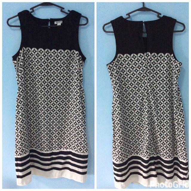 Old Navy black and white sleeveless dress