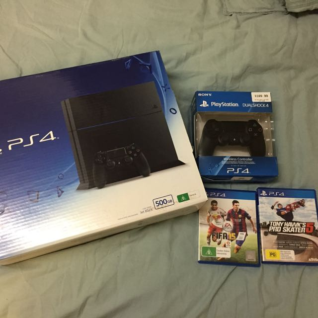 PS4 500GB, Controller, 2 Games