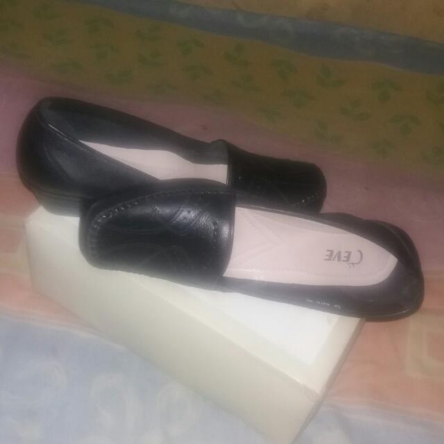 Sepatu Kerja.