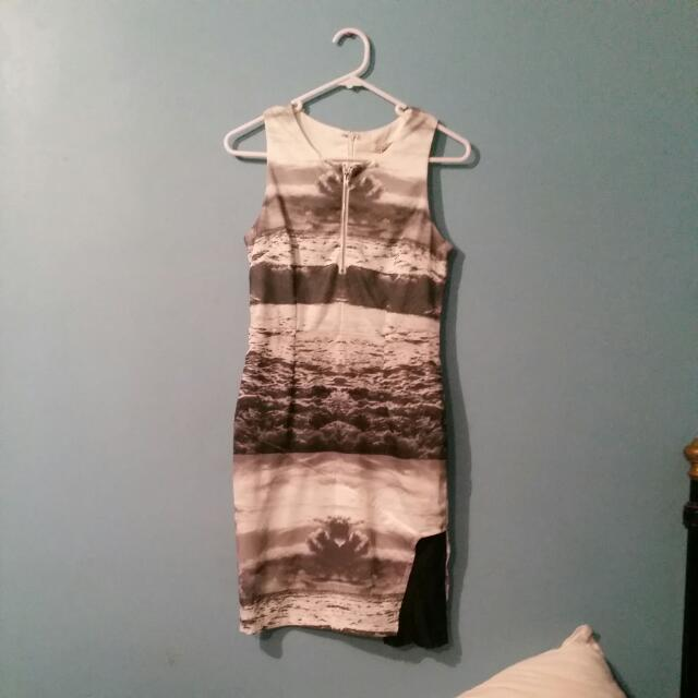 Tight Bomb Size 8 Dress With Leg Space