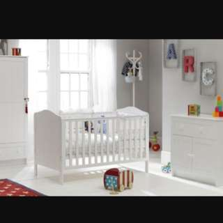 cot can be converted to toddler bed