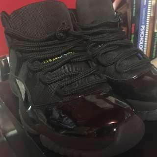 Air Jordan Retro 11s Size 7 Men's (DS)