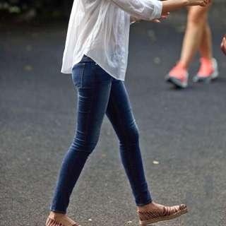 半價出售Frame Le Skinny De jeans 緊身牛仔褲 深藍 Sz 25