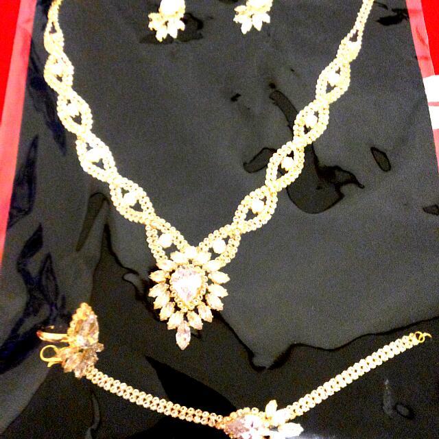 1 Set Perhiasan Pesta
