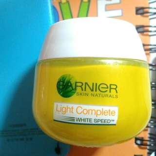 Garnier light complete White Speed Night