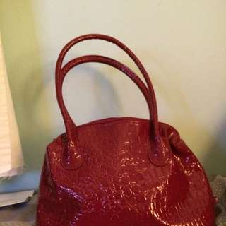 Red Woman's Day Bag