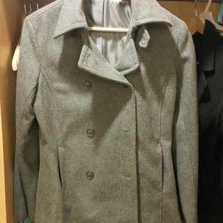 灰色短大衣