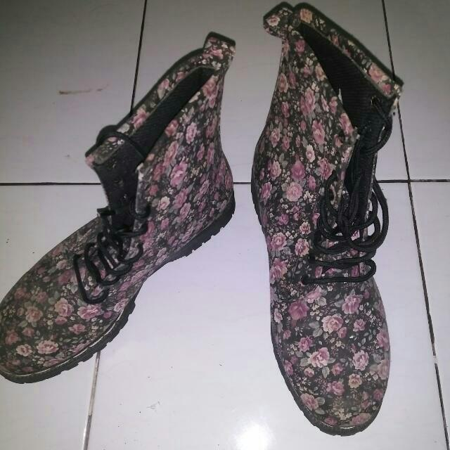 Boots Docmart Flower