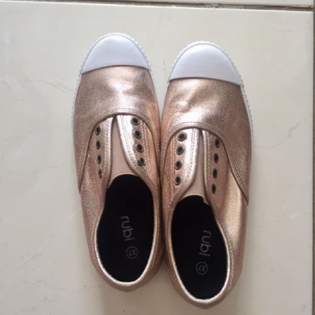 RUBY Shoes merk COTTON ON - GOLD