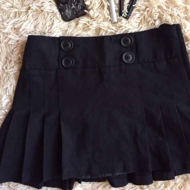 H&M Black Pleated Mini Skirt
