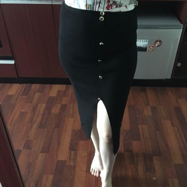 rok hitam belah tengah