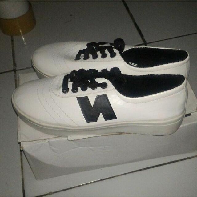 Sepatu Kets Putih Wanita