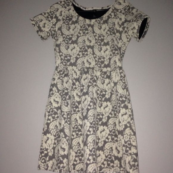 size 8 black and white dress