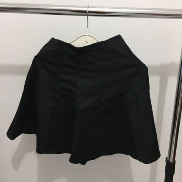 Skirt Logo