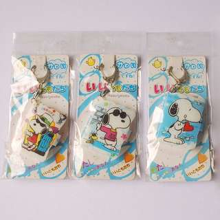 Snoopy keychain with mini photo album