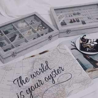 賣場新開幕 衝評價 飾品盒 收納盒 珠寶盒 耳環盒 戒指盒 玻璃盒 (灰色絨毛附蓋) 活動促銷中