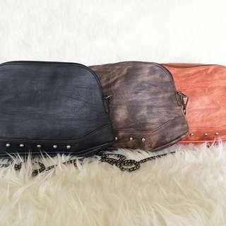 Avery sling bag