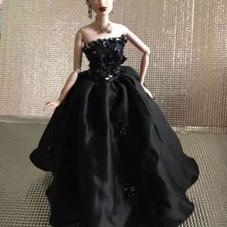 Fashion Royalty And Barbie Dolls Gowns