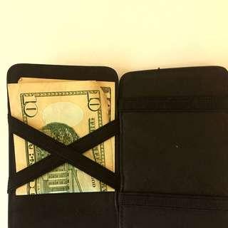 """""""Magic"""" Wallet"""